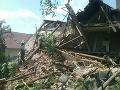 PRÁVE TERAZ Hasiči zasahujú v okrese Banská Bystrica: Zrútil sa rodinný dom
