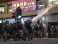Čínske polovojenské sily sú na hraniciach Hongkongu: Znepokojené USA, Merkelová žiada dialóg