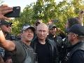 Putin čestným hosťom na zjazde Nočných vlkov: FOTO Nahodil koženku a sadol na motorku