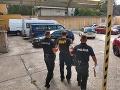Novácki policajti ostali skoro onemení: Esbéeskár šoféroval do práce, bol úplne na mol