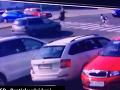 AUTENTICKÉ VIDEO desivej nehody v Bratislave: Zlodej na úteku nevedomky zachránil deti!