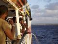 Migrantov zo zachránenej lode chce prijať šesť krajín: FOTO Na palube bol stav núdze