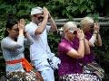Dohra škandálu na Bali: Český pár, ktorý natočil VIDEO s odhaleným zadkom, podstúpil očistný obrad