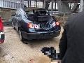 Dievčina dopadla na auto zaparkované pod vyhliadkovou vežou.