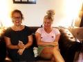Evelyn a Peťa Polnišová začali prednedávnom s podcastom jauuu, PS: to bolelo. Naposledy rozoberali tému prvý sex.