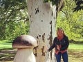Evelyn si prvý sex užila kdesi v lese v ihličí.