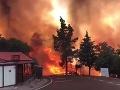 FOTO V známom letovisku opäť horí les: Evakuovať museli aj luxusný hotel