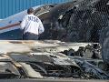 Malé lietadlo narazilo do domu v USA a spôsobilo požiar: Zahynuli dvaja ľudia