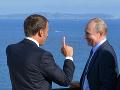 Spoločné rokovanie Macrona a Putina: Hovorili o situácii v Líbyi a boji proti terorizmu