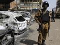 Pri teroristickom útoku v Afrike zomrelo vyše desať vojakov, obetí môže pribúdať