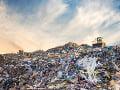 Nešťastie na skládke odpadu v Dubnici nad Váhom: Strojníka (†60) privalil valec
