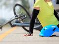 Otec nechal šoférovať auto dvanásťročnému synovi: Zrazil chlapca na bicykli