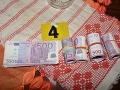 FOTO Cenný úlovok polície: Muži zákona zaistili podozrivé eurobankovky, a to nie je všetko