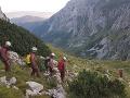 Záchrana uviaznutých jaskyniarov vo Veľkej Snežnej jaskyni v poľských Tatrách.