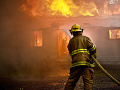 Obrovská tragédia pri Komárne: Požiar rodinného domu, hasiči našli mŕtve telo muža (†54)