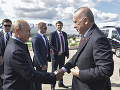 Vzácne stretnutie Putina s Erdoganom: Spoločne otvárali leteckú prehliadku