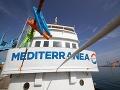 Migrantom sa cesta z Líbye skomplikovala: Talianska loď prišla na pomoc v správny čas
