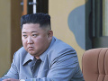 Severná Kórea otestovala nový viachlavňový raketomet: Kim vyjadril spokojnosť