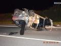 FOTO Vážna nehoda pri Košiciach: Vodičke vbehol do cesty diviak, auto skončilo zdemolované na streche