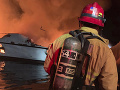 Hororový požiar pri brehoch Kalifornie: VIDEO Loď zachvátili plamene, záchranári v pohotovosti