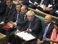 Poslanci tlačia na Johnsona: Veľká Británia musí odísť z EÚ len s dohodou