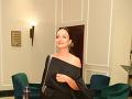Daniela Nízlová je podľa najnovších informácií tehotná. Svoje krivky však starostlivo zahalila do voľnej čiernej tuniky.