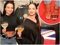 Veronika Nízlová prišla na párty s dvomi rozdielnymi topánkami a Daniela Nízlová schovávala svoje tehotenské bruško pod čiernou tunikou.