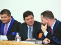 MIMORIADNY ONLINE Kočner vypovedal v kauze zmenky: FOTO Na súd prišiel Tóth, verejnosť vylúčili