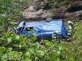 FOTO Nehoda v Demänovskej doline, štyria zranení: Vodič dodávky dostal šmyk, prevrátil sa do potoka