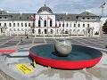 Čaputová má pred palácom panvicu: FOTO Naša planéta sa smaží, varujú aktivisti, vyzývajú na štrajk