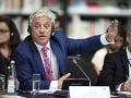 Kontroverzný predseda parlamentu Bercow odchádza: Známy je svojimi výraznými kravatami