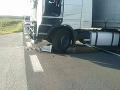 Zrážka medzi kamiónom a motocyklistom pri obci Gemer