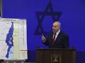 Netanjahu musel prerušiť svoj prejav kvôli raketovému útoku: Odišiel zo zhromaždenia