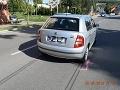 FOTO V Bánovciach nad Bebravou vbehol pod auto deväťročný chlapec