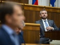 Peter Pellegrini počúva Igora Matoviča