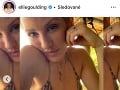 Ellie Goulding v bikinách.