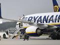 Čierny deň pre Ryanair: Porucha a extrémne meškania letov v Európe, cestujúci sedeli aj na asfalte