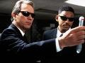 Tommy Lee Jones vo filme Muži v čiernom.