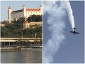VIDEO Bratislavčania mali šokujúce ráno: Akrobatické kúsky neznámeho pilota nad Dunajom