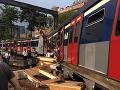 FOTO Počas rannej špičky sa vykoľajil vlak: Najmenej osem ľudí sa zranilo