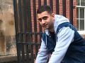 Hanba pre Slovensko: Polonahý Marek vo Veľkej Británii vykrikoval o nehynúcej láske k polícii
