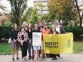 Členovia hnutia Fridays For Future Slovensko si 16.9. od Amnesty International Slovakia prebrali cenu Ambasádora svedomia