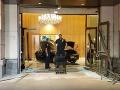 VIDEO Muž s autom vrazil priamo do Trumpovej rezidencie: Zranili sa dvaja ľudia