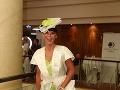 Návrhárka Rebecca Justh opäť vsadila na klobúk.
