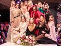 Návrhárku Janu Pištejovú prišli už tradične podporiť známe modelky a dobré priateľky.