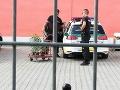 Policajti v čase služby vybavovali iné záležitosti.