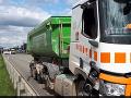 Nepochopiteľný skrat: Zrážka autobusu s nákladným autom v centre Brna sa skončila tragicky