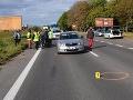 Len milimetre od tragédie: Auto v Michalovciach zachytilo 5-ročné dievčatko