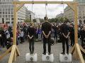 Približne 200 ľudí sa v piatok ráno zúčastnilo v nemeckej metropole Berlín na protestnej cyklistickej jazde.