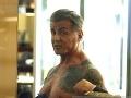 73-ročný Sylvester Stallone vyzliekol v strede obchodu.